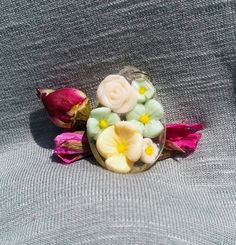 Handmade polymer clay flower pendant with resin World Crafts, Polymer Clay Flowers, Resin Pendant, Handmade Polymer Clay, Flower Pendant, Unique Jewelry, Handmade Gifts, Tableware, Floral