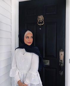 Modern Hijab Fashion, Street Hijab Fashion, Hijab Fashion Inspiration, Abaya Fashion, Muslim Fashion, Modest Fashion, Fashion Outfits, Hijabi Girl, Girl Hijab