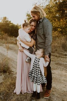 Aug 2018 - Rustic fall family photos by Elizabeth Lauren Photography Fall Family Portraits, Fall Family Pictures, Family Posing, Holiday Family Photos, Rustic Family Photos, Pregnancy Family Pictures, Posing Families, Family Portrait Outfits, Family Pictures What To Wear