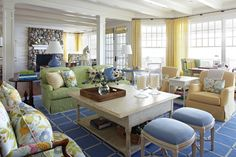 Keltainen talo rannalla: Koteja valtameren takaa ja muuta mielenkiintoista
