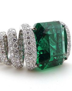 This beauty by @glennspirojewels has 10.50ct Colombian Emerald and 490 Diamonds! . . #Glennspiro #emerald #diamond #ring #emeralds