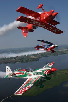Sean D Tucker - Team Oracle; inverted. I believe Mike Goulian is flying the Castrol Edge in the foreground.