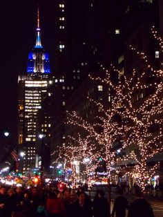 new york city christmas lights 2013 at herald square. amazing view to the empire state building