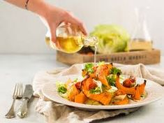 listovy salat s pecenou tekvicou - Hľadať Googlom Thai Red Curry, Ethnic Recipes, Food, Essen, Meals, Yemek, Eten