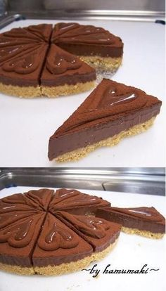 No-bake Chocolate Truffle Tart Just enjoying simple chocolate truffles is already delicious, but how will it be if the truffles were made into a tart. Raw Chocolate, Chocolate Truffles, Melting Chocolate, Tart Recipes, Sweets Recipes, Cooking Recipes, Small Cake, Food And Drink, Japanese Desserts