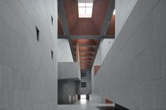 Image 8 of 28 from gallery of Shangqiu Museum / Atelier Li Xinggang. Photograph by Zhi Xia Space Architecture, Contemporary Architecture, Art Nouveau, China, Gallery, Wood, Design, Atrium, Interiors