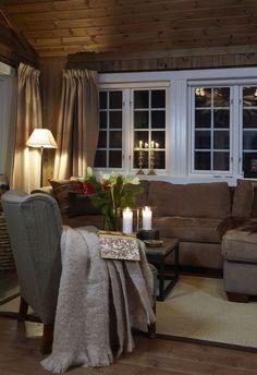 Vintage Home Decor For More Traditional Interior Design Home Design, Interior Design, Design Hotel, Cabin Homes, Log Homes, Log Home Decorating, Decorating Ideas, Cabin Interiors, Piece A Vivre
