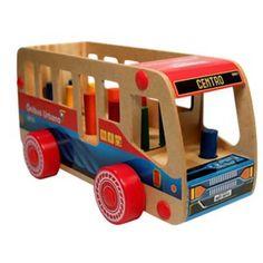 Ônibus Urbano | Carimbrás | Carrinho em madeira em formato de ônibus com pinos para encaixe