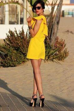 Adorable sunshine yellow dress.