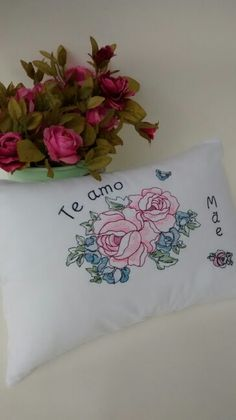 Almofadas bordadas e personizáveis Atelier Flor de Tule #diadasmães #embrancinhas #lemvrancinha15anos #lembrancinhacasamento