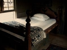 I wouldn't want to sleep on it but the look could be duplicated with a modern bed and linen. Home Bedroom, Bedroom Decor, Bedroom Ideas, Colonial Bedroom, Primitive Bedroom, How To Dress A Bed, Simple Bed, American Decor, My Room