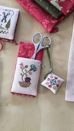trendy Ideas for sewing patterns accessories pin cushions Biscornu Cross Stitch, Mini Cross Stitch, Beaded Cross Stitch, Simple Cross Stitch, Cross Stitch Embroidery, Embroidery Patterns, Sewing Patterns, Cross Stitch Designs, Cross Stitch Patterns