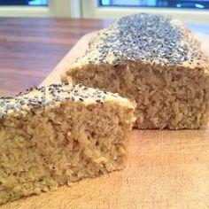 Glutenfri brød: 25g HUSK, 75g havregryn, 75 havreklid, 3 æg, 3 tsk bagepulver, lidt salt, 75g hytteost, 75g skyr, drys med chiafrø eller andet. Bages ved 170 grader i 25 minutter.
