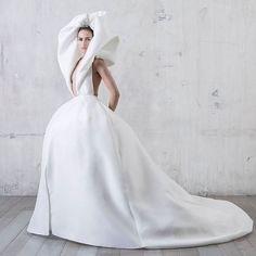 For a #bride who loves #drama.. #stephanerolland #hautecouture