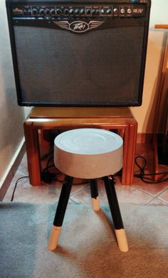 DIY Concrete stool Concrete Stool, Diy Concrete, Projects, Furniture, Home Decor, Log Projects, Decoration Home, Room Decor, Home Furniture