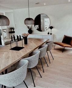 Trendy design for luxury dining room decor ideas you need to know. - Trendy design for luxury dining room decor ideas you need to know. Luxury Dining Room, Dining Room Design, Design Room, Dining Room Modern, Modern Table, Colorful Dining Rooms, Mirrors In Dining Room, Small Dining Rooms, Modern Rustic