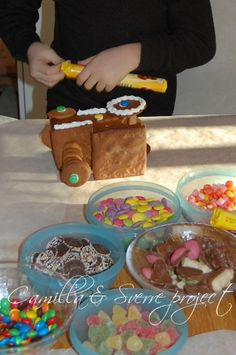 pepperkakehus byggetips, pynting - Gingerbreadhouse, construction tips (in Norwegian) // Camilla&SverreProject