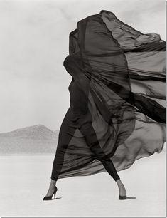 herb-ritts-versace-veiled-dress-el-mirage-fall1990