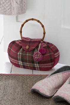 Pic-of-handbag-doorstop