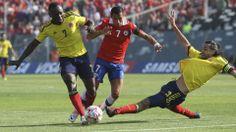 Eliminatorias Copa Mundial de la FIFA Brasil 2014 | Chile 1 vs Colombia 3 | 11-09-2012 | Pablo Armero y Mario Yepes luchando por el balón con Alexis Sanchez