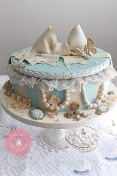Vintage cake Hat box cake