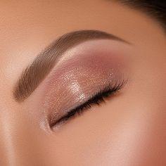 Artist Couture Diamond Lights Finisher 17 Pretty Makeup Looks to Try in Eye Makeup Tips, Makeup Inspo, Makeup Inspiration, Hair Makeup, Gold Makeup, Makeup Ideas, Makeup Guide, Makeup Trends, Makeup Products