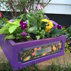 Vibrant Violet and Decoupage Planter Box Easy Garden, Garden Art, Garden Design, Herb Garden, Arts And Crafts Projects, Art Crafts, Garden Projects, Outdoor Projects, Diy Projects