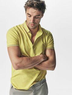 BLUZĂ POLO UNI STRUCTURATĂ CU DUNGĂ pentru Bărbați, de la Massimo Dutti, pentru primăvară-vară-2017, la 109. Eleganţă naturală!