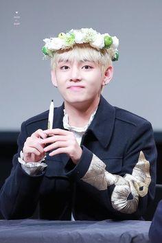 BTS / Taehyung / Fansign / Flower Crown