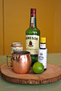 Mod Circus: Irish Mule using whiskey and ginger beer Jameson And Ginger, Whiskey Ginger, Irish Whiskey, Whiskey Sour, Whiskey Mule Recipe, Irish Mule Recipe, Drinks Alcohol Recipes, Yummy Drinks, Gifts