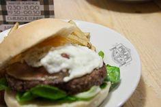 iDesignMe-Polpa Burger_Milano_1 http://idesignme.eu/2013/10/polpa-burger-trattoria/ #food #burger #hamburger #trattoria #foodie #food #foodporn #milan #restaurant #interior