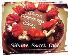Torta Sacher con decorazione di fragole e panna. https://www.facebook.com/silviassweetcake/timeline #sacher #fragole #panna #torta #jam  #cake #strawberry #sachercake #happybirthday