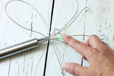 Dragonfly Garden Decor using a Wire Whisk + Skewer - DIY Gartendekor Dollar speichert Metal Garden Art, Garden Junk, Glass Garden, Metal Art, Herbs Garden, Garden Stakes, Fruit Garden, Garden Crafts, Diy Garden Decor