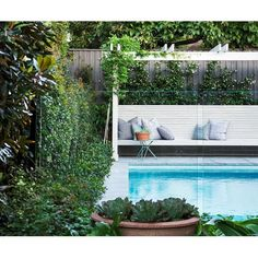 Landscape architect Hugh Burnett used textural plantings and recycled materials to create this lush backyard oasis in Sydney. Take a look!