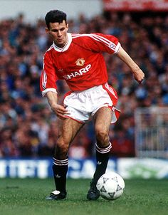 Manchester United's Ryan Giggs in 1991. Shirt available from camporetro.com.