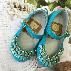 """""""O que é feito com amor ninguém pode mudar!!!  WhatsApp 62 8101-2323  WhatsApp 62 8208-2296 Enviamos para todo o Brasil ✈️ #shoes #love #baby #amoreco…"""""""