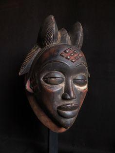 Punu Mask. 28 cm. 1st half 20th century. Ex coll.Andre Fourquet. Coll. PD-Jipsinghuizen-NL