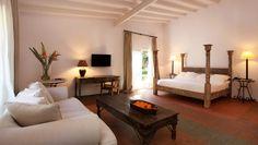 El Hotel Huerto del Cura es singular desde hace 40 años, cuando decidió ser un resort en un palmeral, en un tiempo de hoteles verticales.