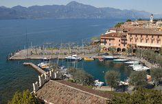 Malerisch wurde in Italien, Torri del Benaco aufgenommen und hat folgende Stichwörter: Museum, Italien, Gardasee.