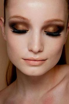 Smokey bronze lids and thick lashes. Beauty! #makeup