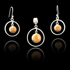 Zilveren Hanger en oorbellen met tijgeroog steen. Prijs : € 28,95 , gratis verzending in NL http://www.dczilverjuwelier.nl/edelstenen-sieraden/edelstenen-sieraden-sets/Tijger