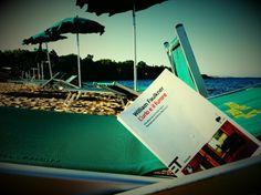 Libri in vacanza: Faulkner sotto l'ombrellone