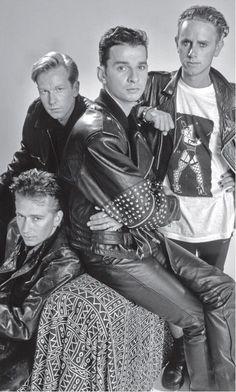 Depeche Mode (aussi connu sous les initiales DM) est un groupe de musique anglais originaire de Basildon formé en 1979. Toujours présent sur la scène internationale, il s'agit d'un des groupes les plus influents et les plus populaires nés au cours de l'ère new wave au sein du courant électro-pop. Son nom provient d'un magazine de mode français.