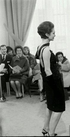 Yves Saint-Laurent P/E 1962. Mannequin Paule de Mérindol.