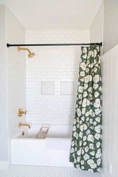 home decor classy Purposeful design + thoughtful living. Explore inspiring spaces from our community amp; share your own with Bathroom Renos, Bathroom Interior, Modern Bathroom, Small Bathroom With Tub, Bathroom No Window, Small Vintage Bathroom, Beautiful Small Bathrooms, Cozy Bathroom, Bathroom Rack