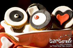 mini fondant cupcakes by www.tartarte.com