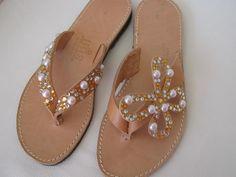 016 Flat Sandals, Flip Flop Sandals, Flip Flops, Flats, Ladies Slippers, Womens Slippers, Stylish Sunglasses, Fab Shoes, Ciabatta