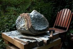 Is this a clever bench that can be adjusted to accommodate the stone? Jan van der Laan at work, 2013