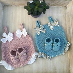 baby bootees sandals with Engl Diy Crafts Knitting, Knitting For Kids, Baby Knitting Patterns, Crochet For Kids, Baby Patterns, Knitting Projects, Crochet Projects, Crochet Patterns, Knit Baby Dress