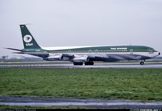 YI-AGE Iraqi Airways in 1976 - Built in 74 it ws scrapped in 2012 - Dan Tanner Boeing 707, Boeing Aircraft, Old Planes, Vintage Air, Civil Aviation, Commercial Aircraft, Aircraft Pictures, Air Travel, Jet